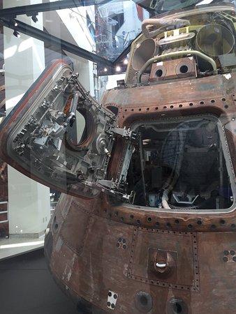 California Science Center: アポロの内部も見れます。先人の勇気に感動。