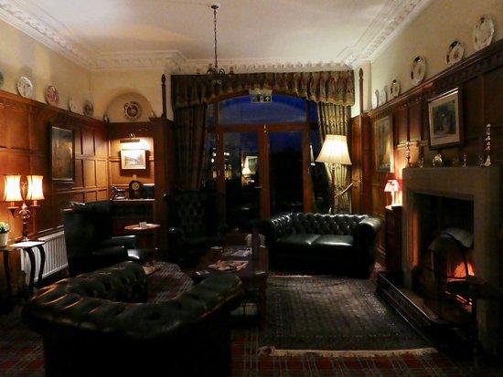 Dulnain Bridge, UK: Sitting room with fireplace.