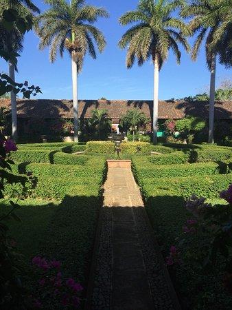 Hotel El Convento: EL mejor jardin que vi en un hotel