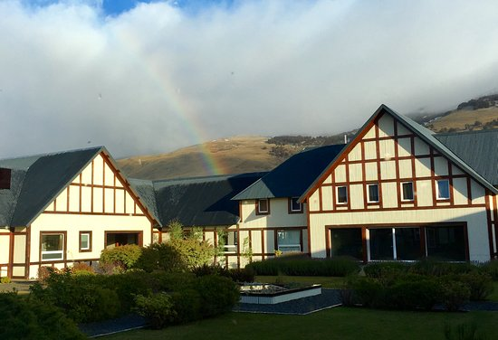EOLO - Patagonia's Spirit - Relais & Chateaux: Arco iris sobre el hotel