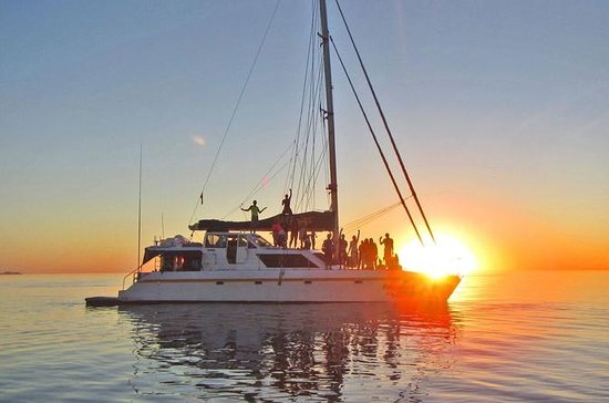 2-Night Whitsundays Sailing...