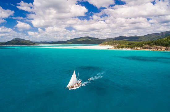 2-Day Whitsundays Sailing Adventure...