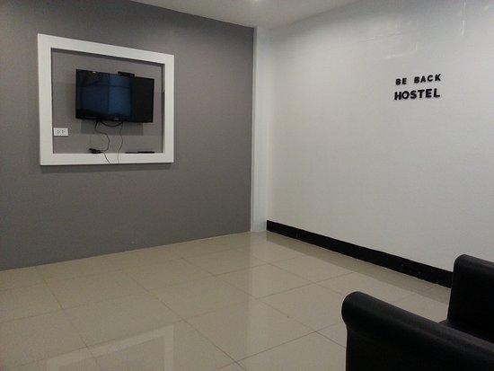 BE BACK Hostel: 這裡是交誼中心,可以觀看電視
