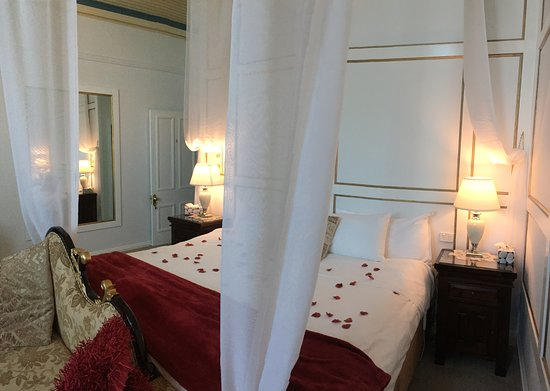Abbey of the Roses: West Wing Suite 6