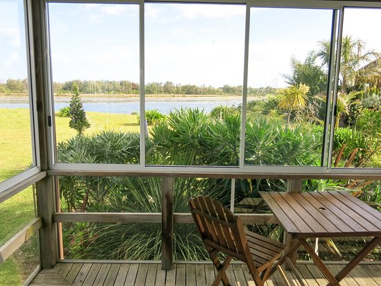 Lakes Waterfront Motel : The verandah is a wonderful place for drinks and dinner