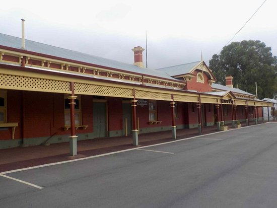 Northam Heritage Centre - Old Northam Railway Station: Nicely painted station building