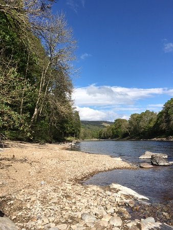 Strathtay, UK: Private beach area at Riverwood