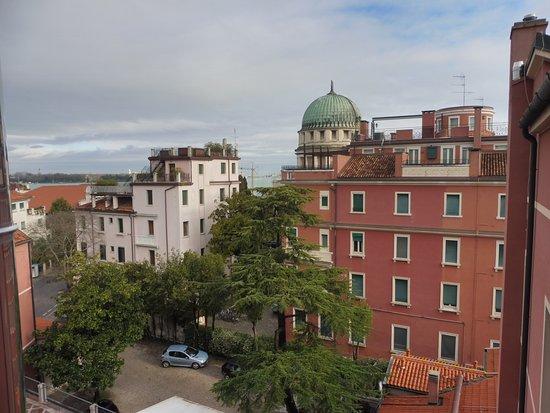 Le Boulevard Hotel: Arrière de l'hotel