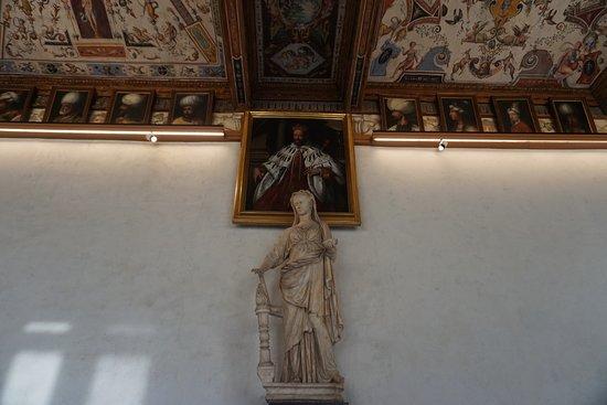 Gallerie Degli Uffizi: In the corridors