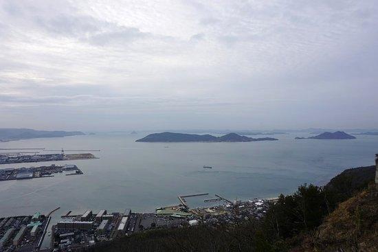Yashima: 展望台からの瀬戸内海の眺め