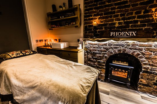 ‪Phoenix Treatments & Beauty‬