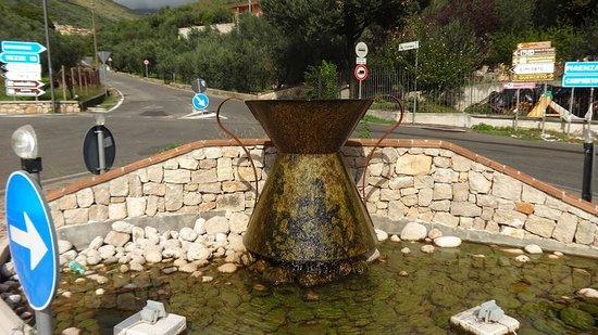 La fontana con Conca al quadrivio di Roccagorga LT.