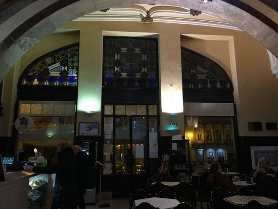 Cafe Santa Cruz: 內部很古典