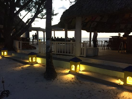 Coco Plum Island Resort : The bar and dining area at sunset.