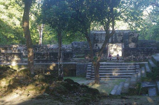 Hi-et: Cahal Pech Mayan Ruins