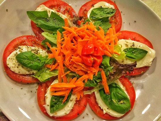 La Fuente: Caprese Salad