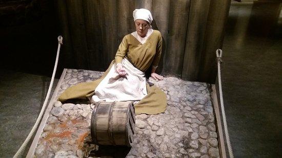 Medeltidsmuseet: Estátua em cera de mulher vítima da peste negra