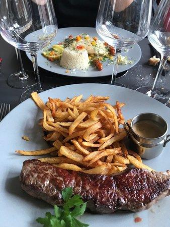L'Annexe Restaurant: Bœuf, frites maison - aile de raie