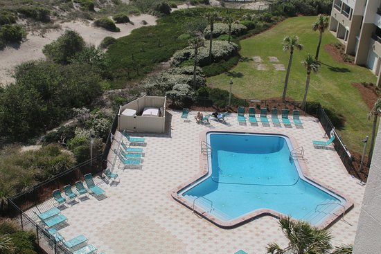 Amelia Surf & Racquet Club : Condo pool viewed from room