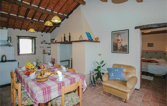 Salone Con Cucina Lavabo Tavolo E Camino In Stile Antico Picture Of Podere San Guglielmo Sarteano Tripadvisor