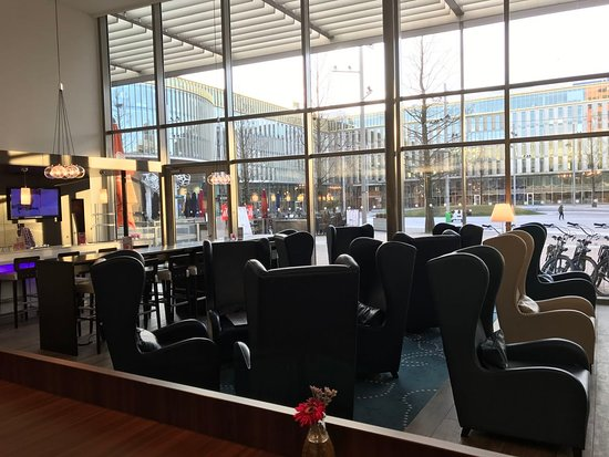 Hampton by Hilton Amsterdam / Arena Boulevard : Lobby / lounge