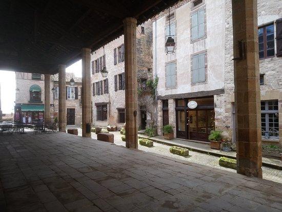 写真Halle de Cordes-sur-Ciel枚