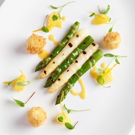 Wentbridge, UK: Asparagus, Crispy Quail Eggs, Blood Orange Hollandaise