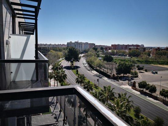 Hotel M.A. Sevilla Congresos: Vista izquierda desde el balcón de la habitación