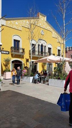 La roca village santa agnes de malanyanes for Piscina santa agnes de malanyanes