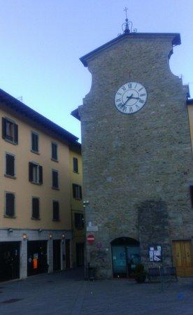 Castiglione Dei Pepoli, Italien: la torretta e la piazza