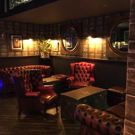 Madison's Lounge: Madison's Lounge