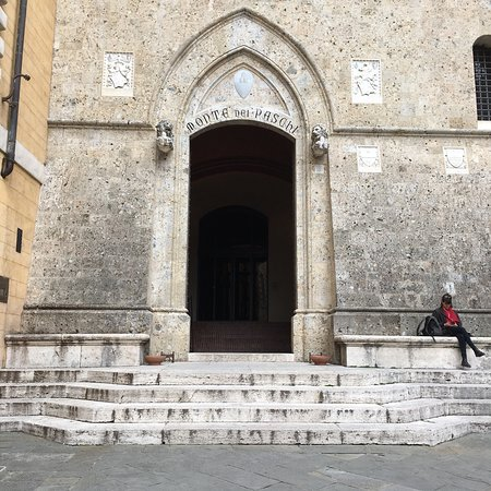 Colle di Val d'Elsa, İtalya: Banca del Monte dei Paschi di Siena