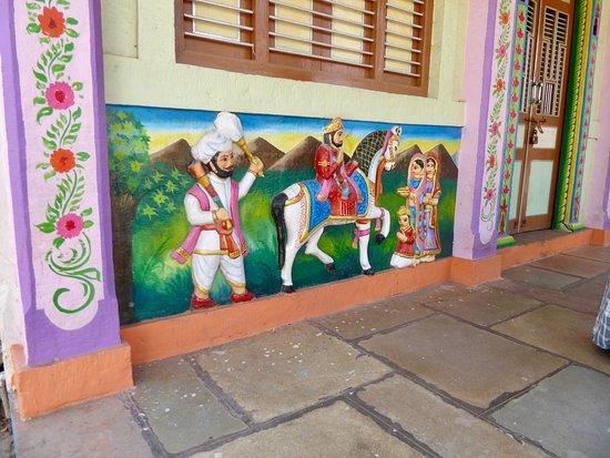 Chanoud Garh: Paintings in village
