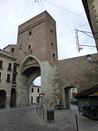 Padona, Porta di Ponte Molino