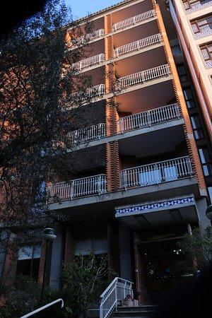 Cesare Augusto: Un facade de l'hôtel.