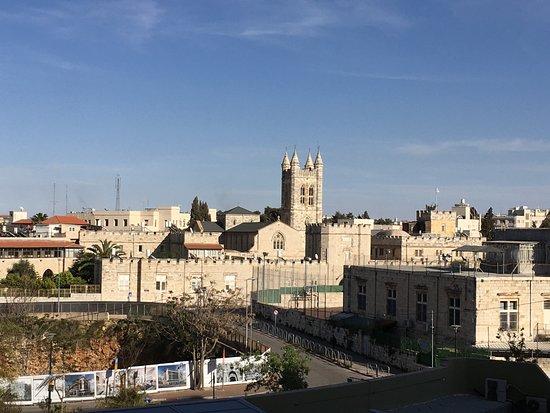 Leonardo Hotel Jerusalem: Facing east from our 5th floor room