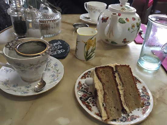 Ye Olde Steppes: proper tea served with banana and peanut butter cake