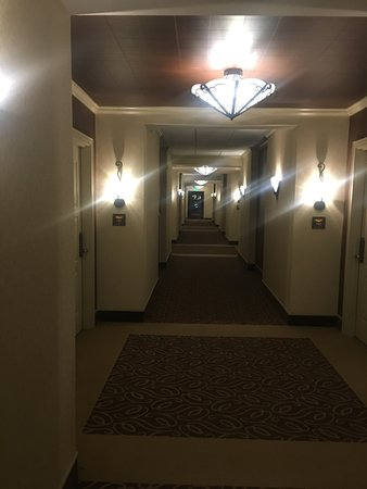 Riverside, MO : Hallway to room