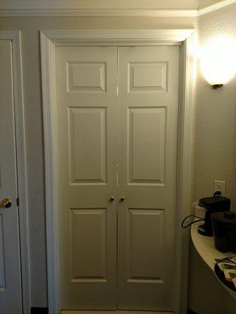 La Quinta Inn Suites By Wyndham Mesa Supersion Springs Door To The Bathroom