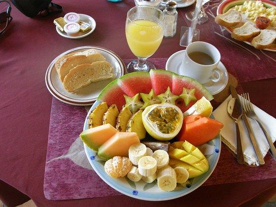 Hotel Patio del Malinche: Tropical fruit breakfast for 1 person!