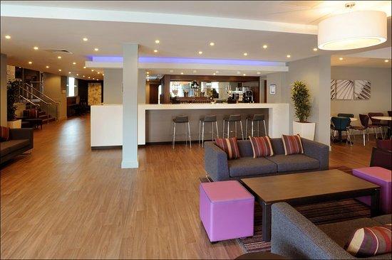 Holiday Inn Express Birmingham - Snow Hill: Bar/Lounge