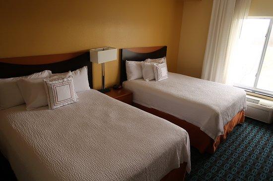 Fairfield Inn & Suites Carlisle: Room