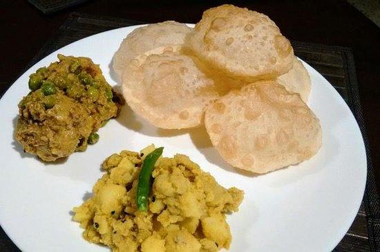 カルカッタで地元でデモと食事を作る