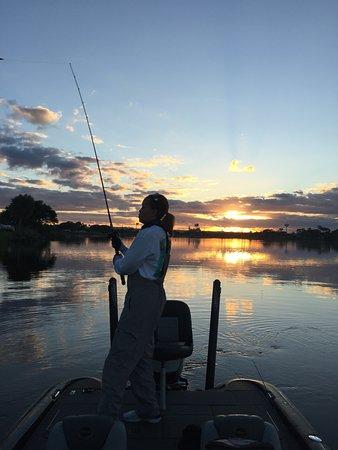 Окичоби, Флорида: SUNRISE on Lake Okeechobee
