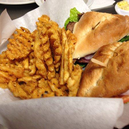 Lindsay, CA: Fat Boyz Sports Bar & Grill