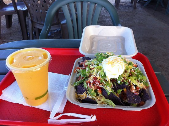 Pepeekeo, Hawái: Vegetarian Nachos and a Fresh fruit smoothie!