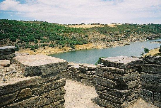 Mourao, Португалия: Castelo da Lousa (Aldeia da Luz / Mourão)