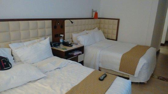 Holiday Inn Cartagena Morros: nuestra hab., para 4 personas, niños sin cargo y desayuno incluido