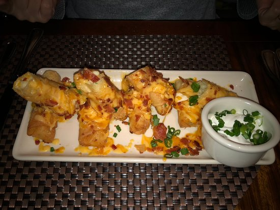 Grand Lux Cafe: mashed potato egg rolls were delightful