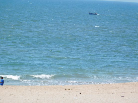 Porbandar District, Indien: a lonely boat at sea!